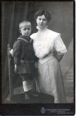 Marie Hey et son fils Franz Bodo Hey vers 1908.