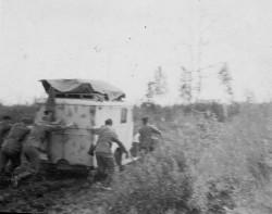 Photos prises en Ukraine datées de 1944 et confiées à mon père par un camarade. On voit F. de Beaulieu sur certaines d'entre elles.